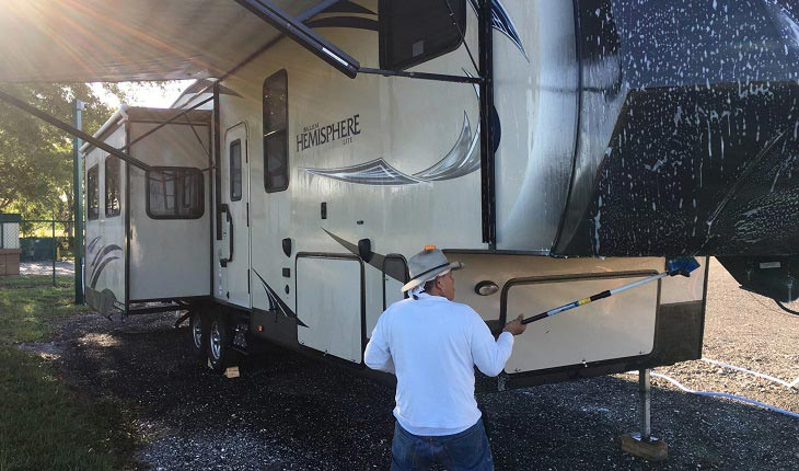 What-is-an-RV-Wash-and-Wax